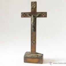 Antigüedades: ANTIGUO CRUCIFIJO DE MADERA CON PIEDRAS O CRISTALES CON LA INSCRIPCION JERUSALEM. Lote 45255995