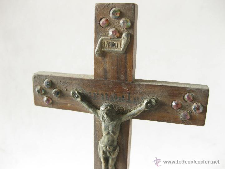 Antigüedades: ANTIGUO CRUCIFIJO DE MADERA CON PIEDRAS O CRISTALES CON LA INSCRIPCION JERUSALEM - Foto 2 - 45255995