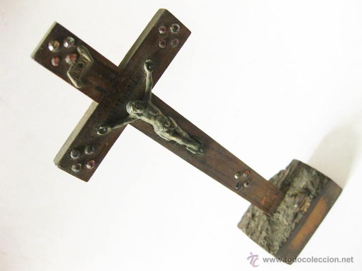 Antigüedades: ANTIGUO CRUCIFIJO DE MADERA CON PIEDRAS O CRISTALES CON LA INSCRIPCION JERUSALEM - Foto 4 - 45255995