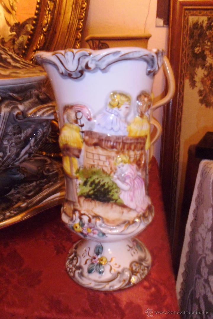 ANTIGUO FLORERO DE PORCELANA ALCOBACA PORTUGAL (Antigüedades - Hogar y Decoración - Floreros Antiguos)