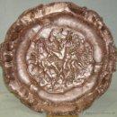 Antigüedades: PLATO DE COBRE EN BAJO RELIEVE, SIGLO XIX. Lote 45329375