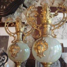 Antigüedades: ANTIGUO PAR DE JARRONES DE CRISTAL Y BRONCE. Lote 45332500