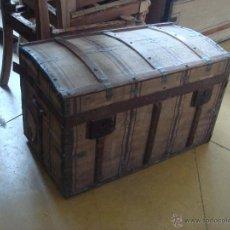 Antigüedades: ANTIGUO BAUL EN MADERA Y HOJALATA. Lote 45332623
