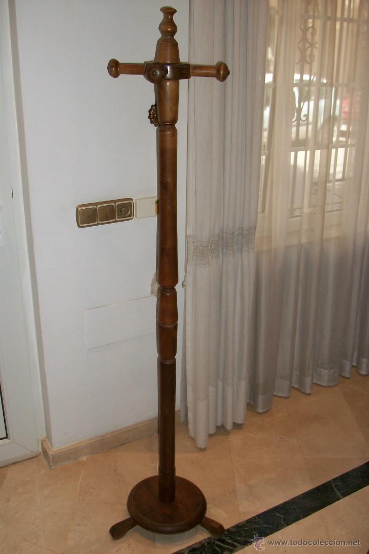 Antiguo perchero de pie de madera comprar muebles for Muebles auxiliares clasicos madera