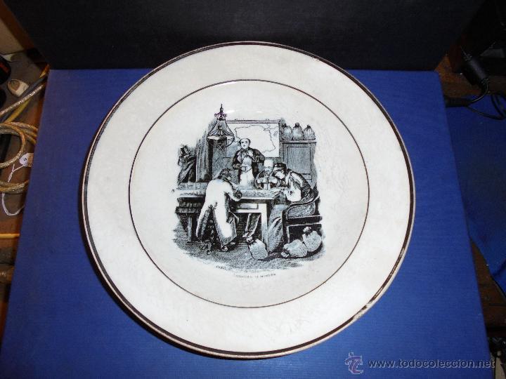 ANTIGUO PLATO DE LA FABRICA LA AMISTAD DE CARTAGENA , AMBICION AL DINERO PARTE POSTERIOR SELLO IMPRE (Antigüedades - Porcelanas y Cerámicas - Cartagena)