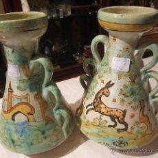 Pareja de vasijas antiguas, de cerámica Puente del Arzobispo. 20 cms. de altura.