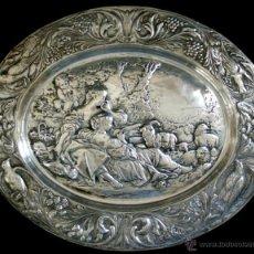 Antigüedades: EXTRAORDINARIA BANDEJA EN COBRE PLATEADO - CINCELADO Y REPUJADO - S. XIX. Lote 45388758