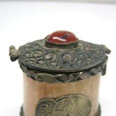 Antigüedades: ANTIGUA CAJITA CON TAPA / TINTERO * HUESO * LATON * PEDRERIA * ELEFANTE. Lote 45407854