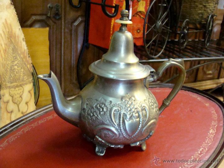 Antigua tetera arabe en metal tallado comprar for Utensilios del hogar