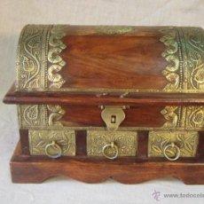 Antigüedades: CAJA-COFRE EN MADERA Y LATON. Lote 45438983