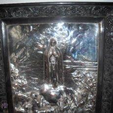 Antigüedades: EXTRAORDINARIO CUADRO VIRGEN EN COBRE PLATEADO CINCELADO Y REPUJADO.1914 MORERA.. Lote 45452926