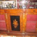 Antigüedades: ANTIGUO MUEBLE APARADOR CREDENZA CON 2 VITRINAS EN MADERA DE RAÍZ DECORACIÓN MARQUETERÍA Y BRONCE.. Lote 45470019
