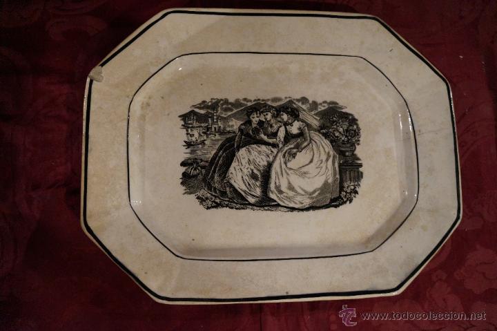 Antigüedades: Bandeja en cerámica de Cartagena ochavada, damas / S. XIX - Foto 2 - 45470627