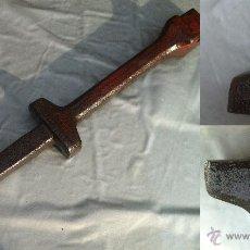 Antigüedades: ANTIGUO YUNQUE PARA AFILAR LA GUADAÑA MIDE 41 CM CM DE LARGO . Lote 45473332