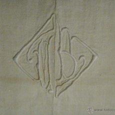 Antigüedades: ANTIGUA SÁBANA DE LINO CON COSTURA CENTRAL INICIALES BORDADAS A MANO S. XIX. Lote 45485699
