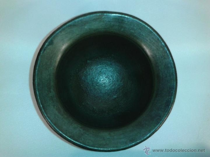 Antigüedades: Almirez Mortero bronce con su maza. Siglo XVII. - Foto 10 - 45487117