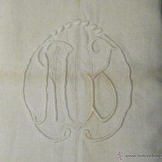 Antigüedades: ANTIGUA SÁBANA DE LINO CON COSTURA CENTRAL INICIALES BORDADAS A MANO S. XIX. Lote 45503013