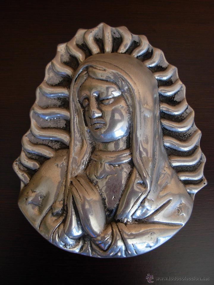 BONITA IMAGEN PARA COLGAR DE VIRGEN EN ALUMINIO FUNDIDO (Antigüedades - Religiosas - Varios)