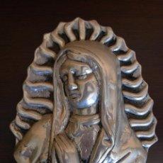 Antigüedades: BONITA IMAGEN PARA COLGAR DE VIRGEN EN ALUMINIO FUNDIDO. Lote 45505592