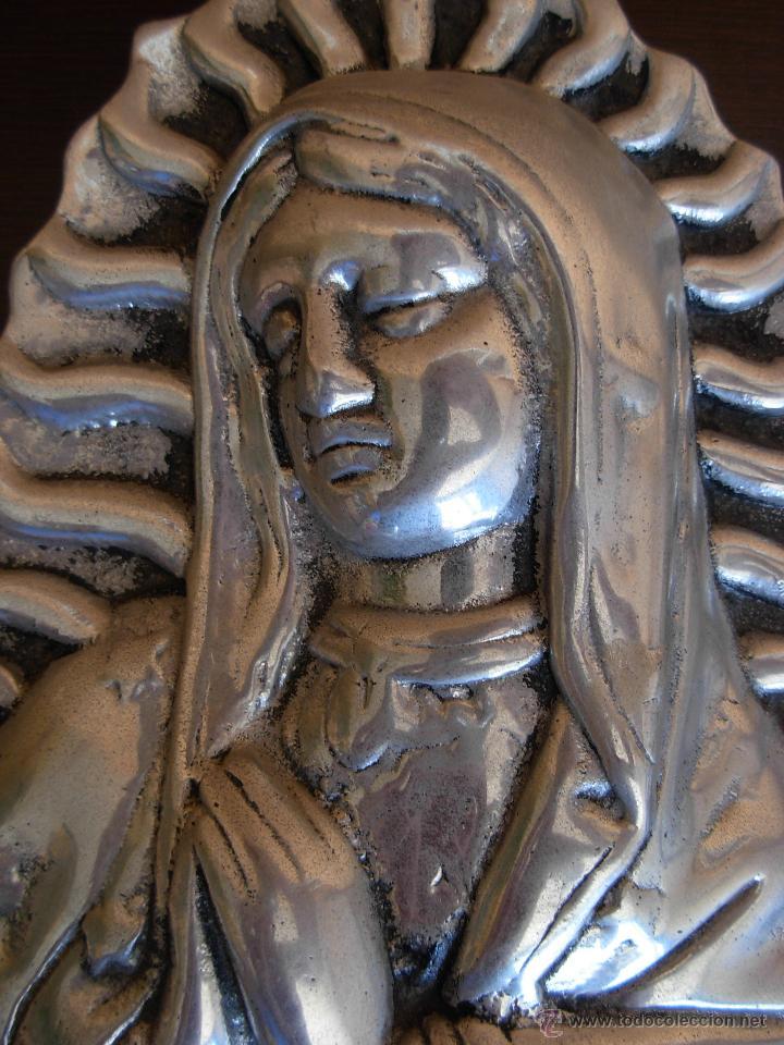 Antigüedades: Bonita imagen para colgar de Virgen en aluminio fundido - Foto 4 - 45505592