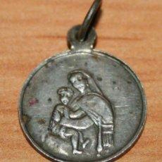 Antigüedades: ANTIGUA MEDALLA DE PLATA DE LA VIRGEN CON NIÑO Y ESPIRITU SANTO. Lote 45525080