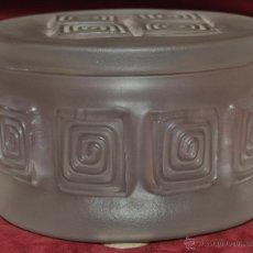 Antigüedades: BOMBONERA EN CRISTAL (VERRE) ÉPOCA ART DECO. CIRCA 1930. Lote 45528606
