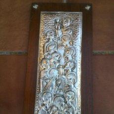 Antigüedades: BONITA TABLA REPUJADA CON ESCENA RELIGIOSA.38X18CM.. Lote 45566428