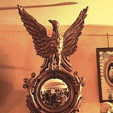 Antigüedades: ANTIGUO ESPEJO CORNUCOPIA TALLA ÁGUILA REAL OVAL BELLAMENTE TALLADO / EN MADERA DORADO PAN DE ORO. Lote 45576633