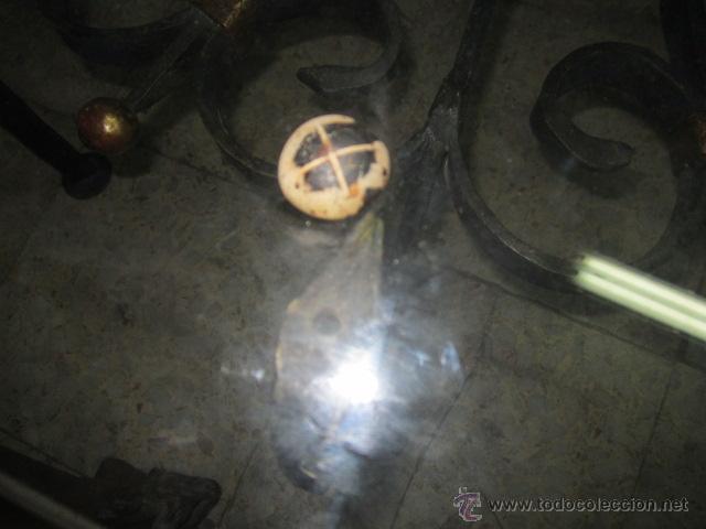 Antigüedades: Unica y antigua mesa redonda, centro sofá, con base de forja y cristal. 110 cms. diámetro cristal. - Foto 4 - 45594875
