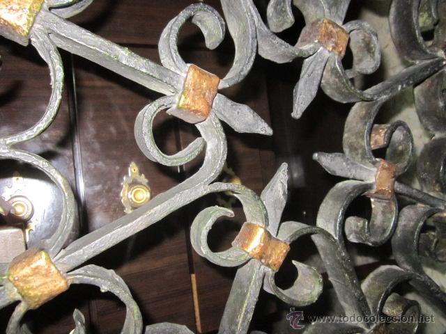 Antigüedades: Unica y antigua mesa redonda, centro sofá, con base de forja y cristal. 110 cms. diámetro cristal. - Foto 7 - 45594875