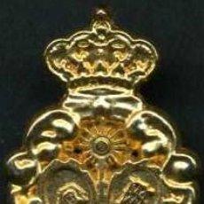 Antigüedades: INSIGNIA ORO DE LA ( CANDELARIA ) HERMANDAD Y COFRADIA DE LA SEMANA SANTA DE JEREZ LEER DENTRO. Lote 115260798