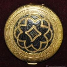 Antigüedades: PRECIOSA POLVERA EN METAL GRABADO Y PAVONADO. AÑOS 30. Lote 45612680