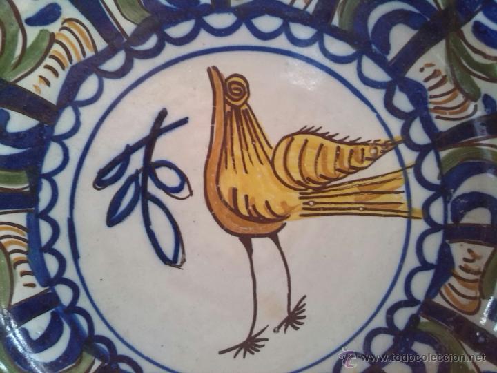 Antigüedades: antiguo plato de manises pintado a mano y firmado - Foto 2 - 45662816