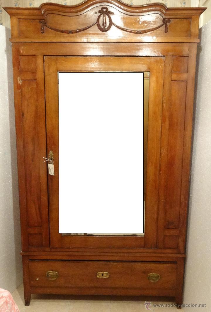Armario ropero con espejo madera de nogal siglo comprar for Armario con espejo