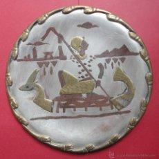 Antigüedades: PLATO EGIPCIO METÁLICO (20 CM DE DIÁMETRO). Lote 45684429