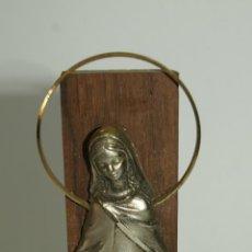 Antigüedades: IMAGEN DE LA VIRGEN SOBRE PEANA- PELTRE CINCELADO A MANO. FECHADA 1830. Lote 45694374