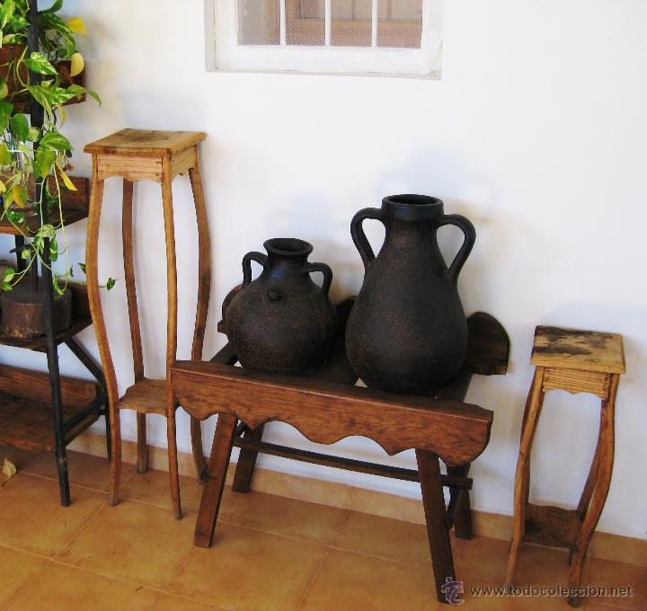 PRECIOSA PAREJA DE MACETEROS COLUMNA MODERNISTAS EN MADERA (Antigüedades - Muebles Antiguos - Auxiliares Antiguos)