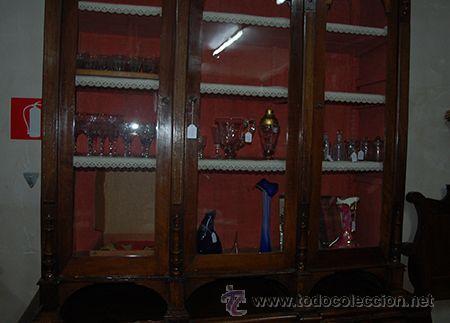 Antigüedades: Antigua Vitrina - Isabelina - 3 puertas - Madera de Nogal - S. XIX - Foto 3 - 45705433