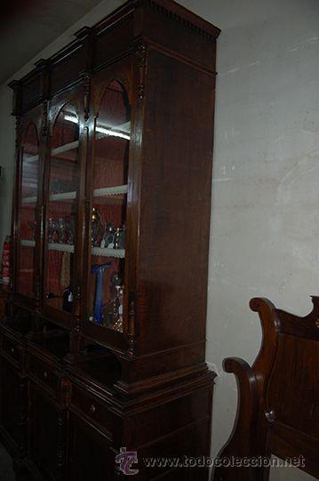 Antigüedades: Antigua Vitrina - Isabelina - 3 puertas - Madera de Nogal - S. XIX - Foto 4 - 45705433