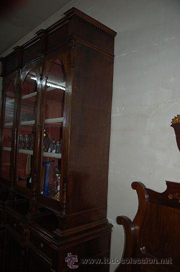 Antigüedades: Antigua Vitrina - Isabelina - 3 puertas - Madera de Nogal - S. XIX - Foto 5 - 45705433