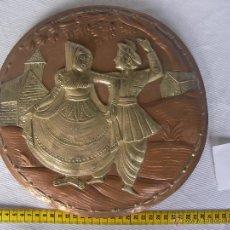 Antigüedades: ANTIGUA PLANCHA METAL COBRE O SIMILAR GRABADA ARTESANALMENTE ESCENAS INDIAS Y ORIENTALES . Lote 45721232