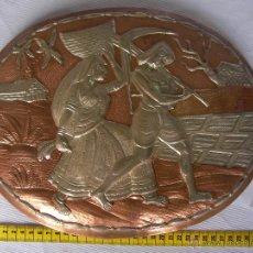 Antigüedades: ANTIGUA PLANCHA METAL COBRE O SIMILAR GRABADA ARTESANALMENTE ESCENAS INDIAS Y ORIENTALES . Lote 45721380