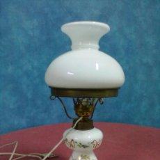Antigüedades: LAMPARA TIPO QUINQUE OPALINA BLANCA PINTADA. Lote 45743575