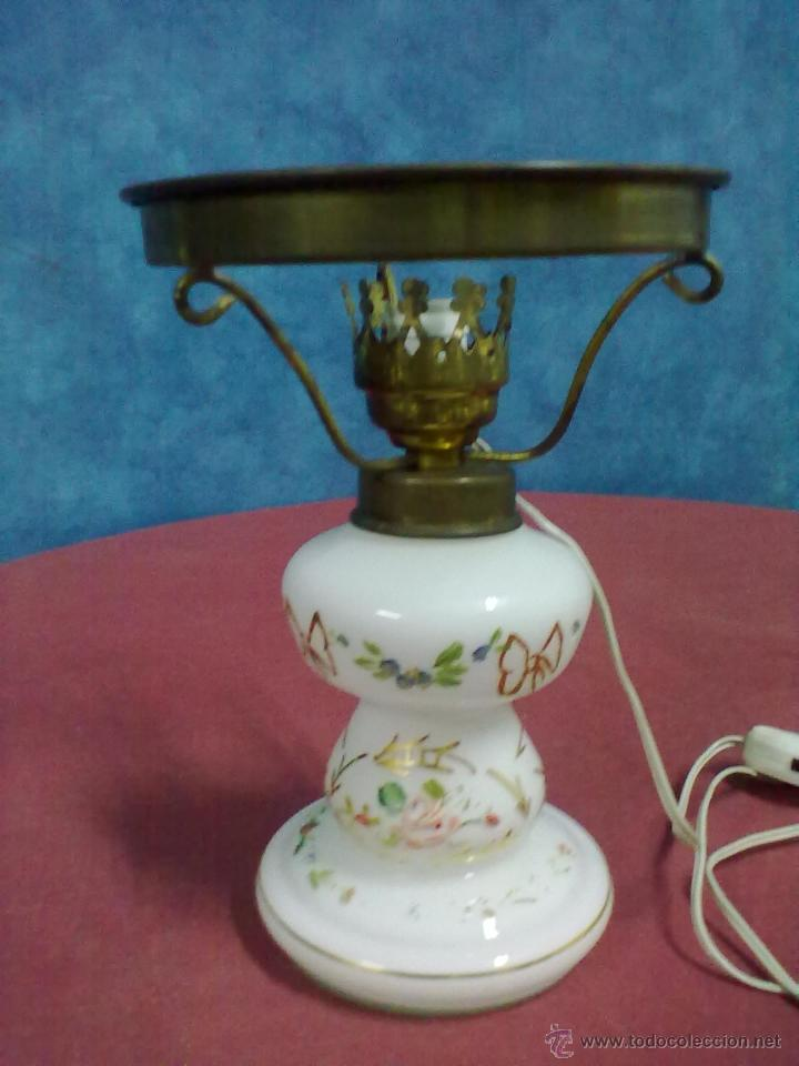 Antigüedades: LAMPARA TIPO QUINQUE OPALINA BLANCA PINTADA - Foto 2 - 45743575