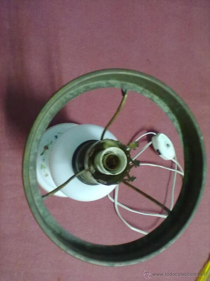 Antigüedades: LAMPARA TIPO QUINQUE OPALINA BLANCA PINTADA - Foto 3 - 45743575