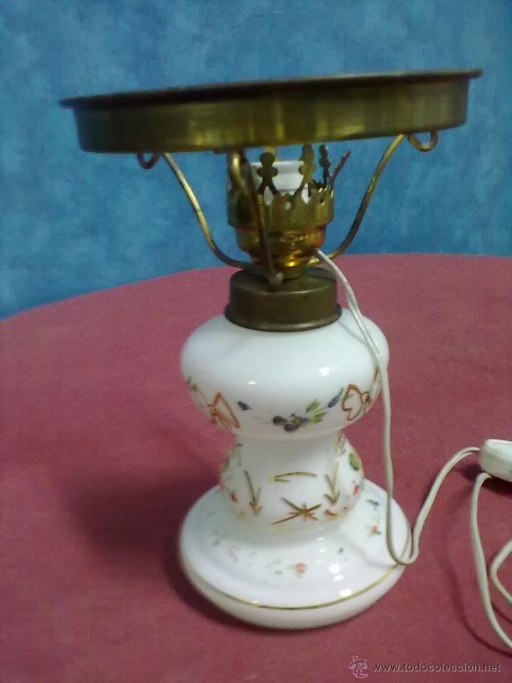 Antigüedades: LAMPARA TIPO QUINQUE OPALINA BLANCA PINTADA - Foto 4 - 45743575