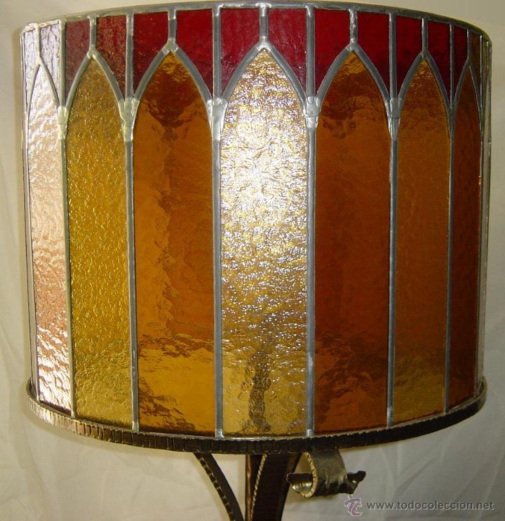 Antigüedades: Lámpara de pie, hierro y cristal emplomado, siglo XX - Foto 2 - 45748553