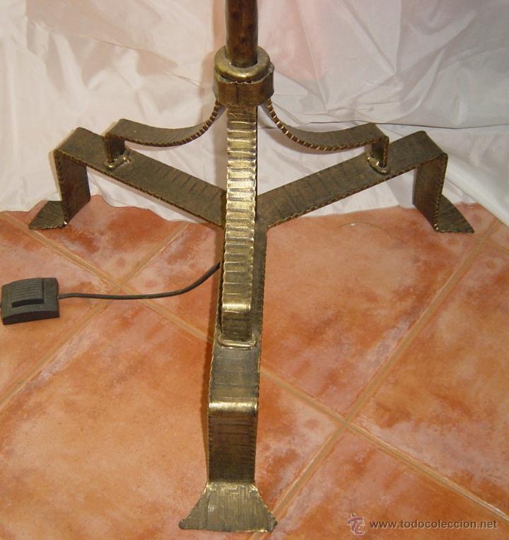 Antigüedades: Lámpara de pie, hierro y cristal emplomado, siglo XX - Foto 4 - 45748553