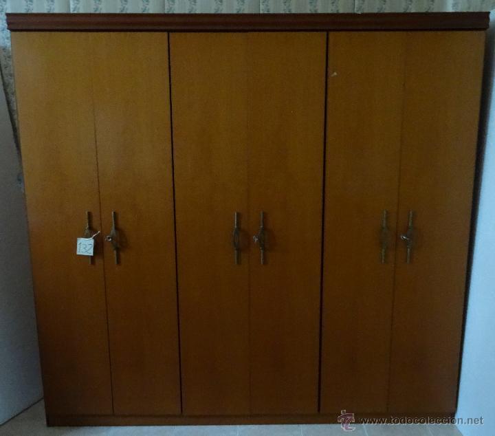 ARMARIO EN MADERA CONTRACHAPADA - 132 (Antigüedades - Muebles Antiguos - Armarios Antiguos)