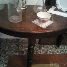 Antigüedades: MESA CONSOLA PATAS TORNEADAS MADERA DE NOGAL. Lote 45756624